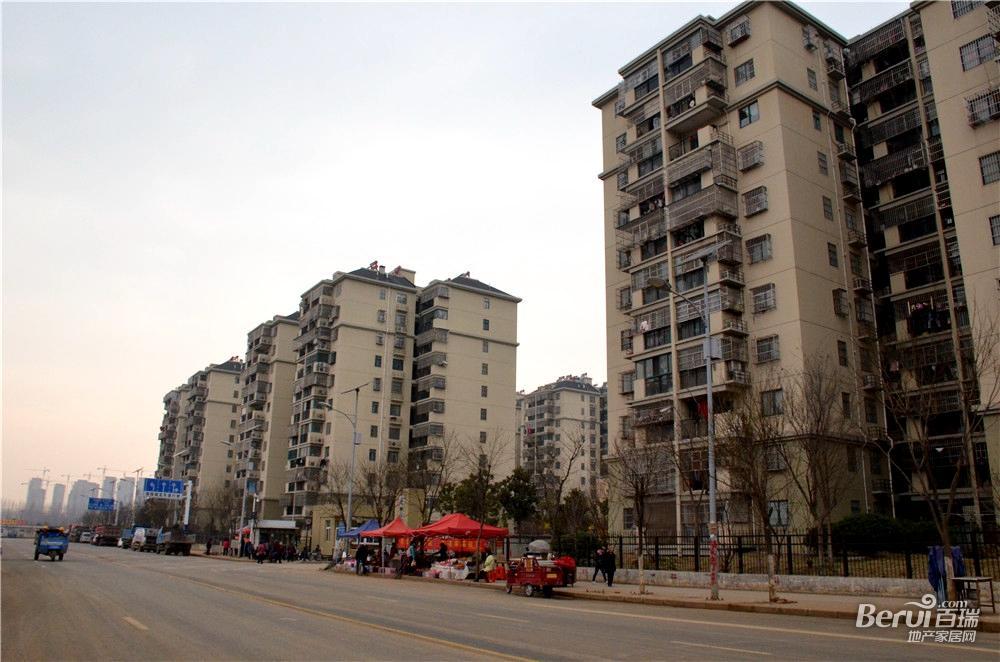 中国铁建国际公馆旁边小区