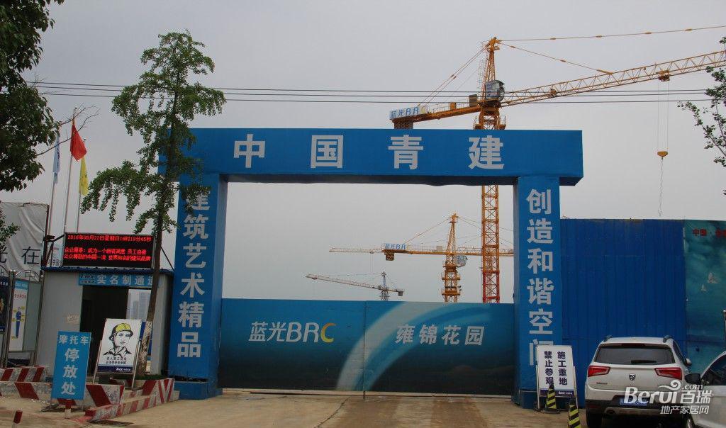 蓝光雍锦半岛施工大门