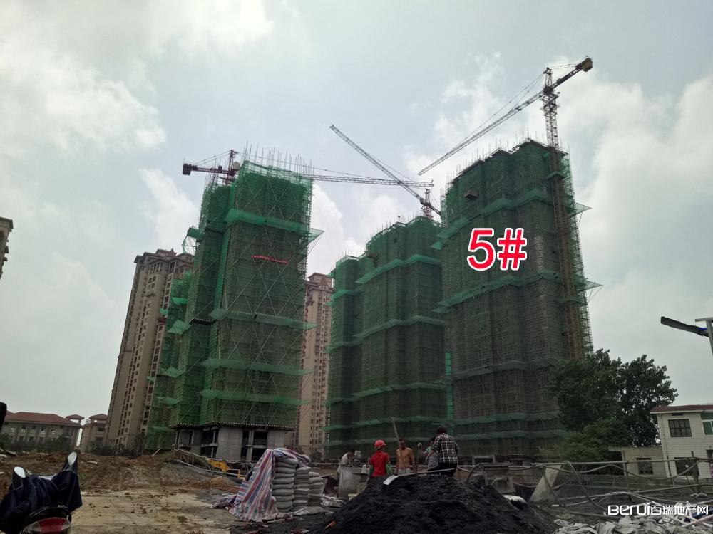 圣联梦溪小镇5#楼封顶