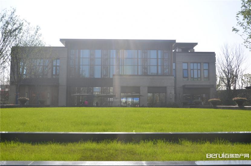 中海央墅正式售楼部外实景