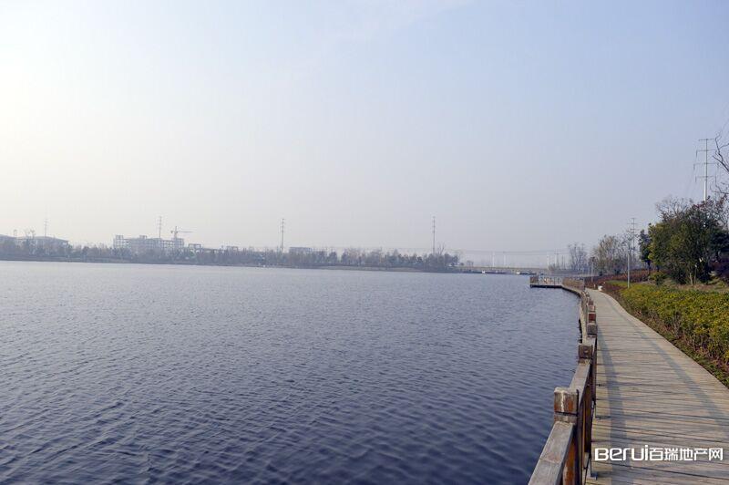 众信·新安府附近彩蝶湖