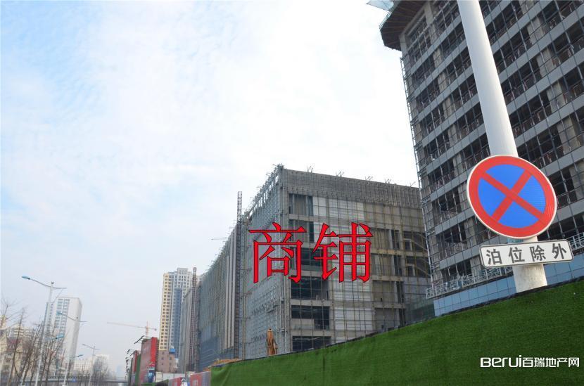 宝利丰广场商铺正在进行外围软装 11/60
