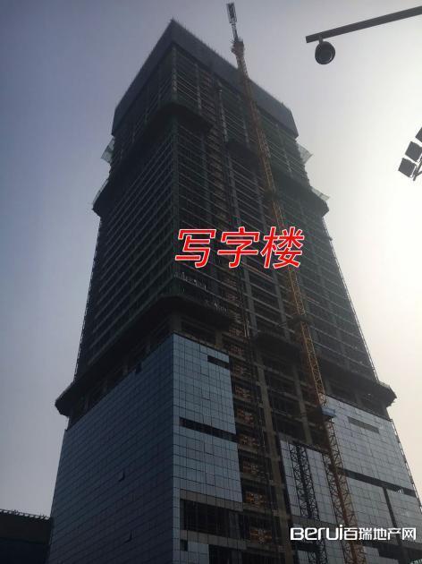 宝利丰广场正在进行外围软装 3/15