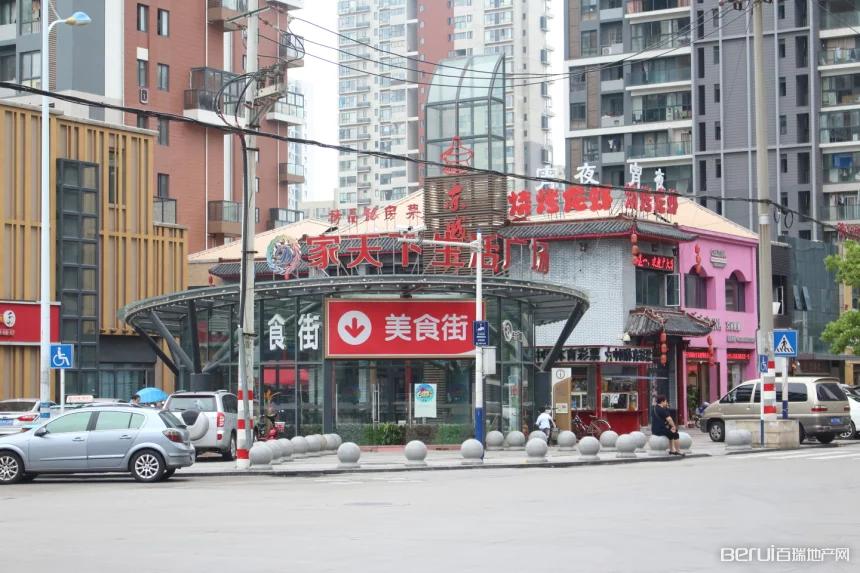 隆昊昊天园周边美食街