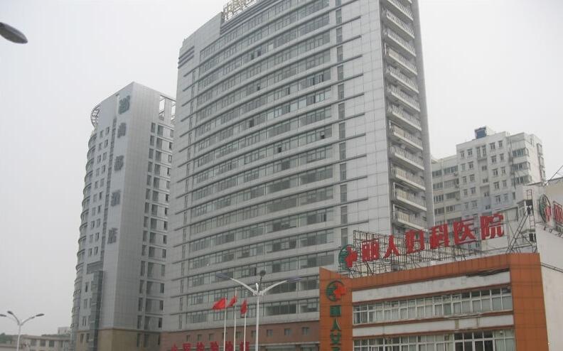 顶峰国际公寓附近医院