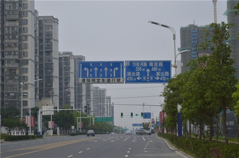 徽盐世纪广场道路指示牌