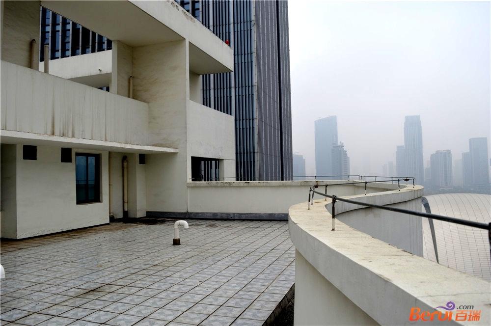 白天鹅公寓工程现场