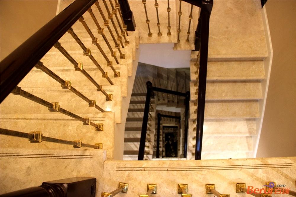 文一名门首府B21#-1样板间楼梯