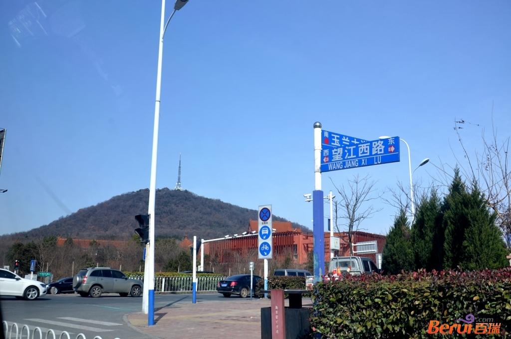 蓝光雍锦半岛附近大蜀山